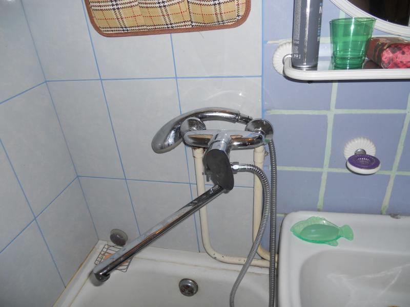 Как установить смеситель в ванной своими руками видео 3